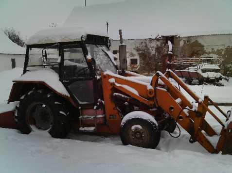 Traktor Zetor 7211 s čelákem